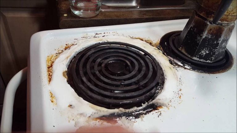 Homemade Non-Toxic Solution To Clean-Up A Burnt Stove And Oven