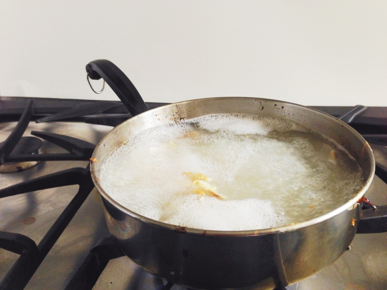 The Fastest And Natural Way To Clean Easily Burnt Grease From Pots And Pans