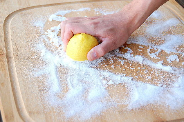 The Best 2 Solutions To Clean And Disinfect Wooden Cutting Boards Without Toxic Solutions